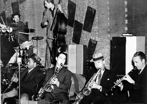 the tenor sax of herschel evans Herschel tex evans (9 march 1909 – 9 february 1939) was an american tenor saxophonist who worked in the count basie orchestra he also worked with lionel hampton and buck clayton  [6] he is also known for starting his cousin joe mcqueen 's interest in the saxophone.